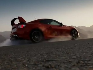 Trailer Toyota GT 86 : gros spoiler et bandes noires