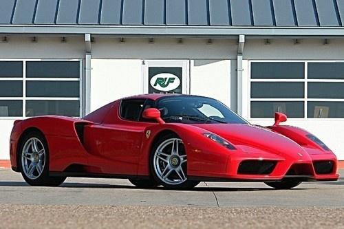 Texas hold'em :  1,3 millions de dollars pour une Ferrari Enzo