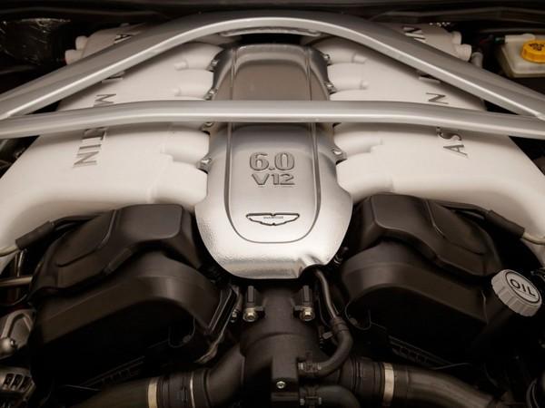 Aston Martin reste fidèle au V12 et rejette l'hybride