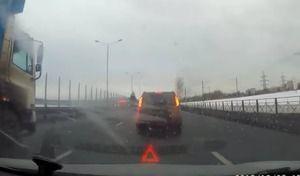 Crash : il tombe en panne sur la voie centrale de l'autoroute