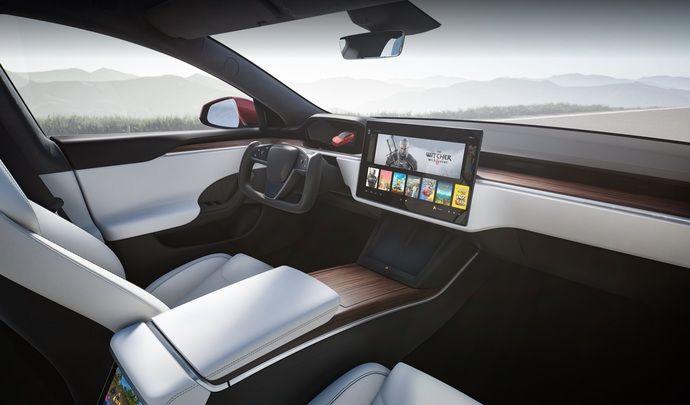 Le volant Tesla façon K2000 est légal en Europe - Caradisiac.com