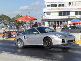 Une Porsche de 900 ch, une accélération, une chaleur