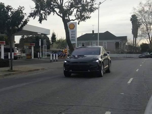 Surprise : le Tesla Model X entre dans ses dernières phases de développement