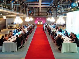 Rolls-Royce invite ses clients à venir dîner sur la chaîne de production