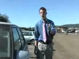 [Vidéo] Moment difficile pour un journaliste qui tente de voler une voiture