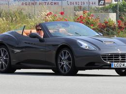 Hugh Grant en France dans une superbe Ferrari California