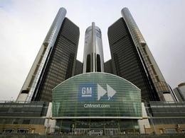 Une voiture s'encastre dans le QG de General Motors