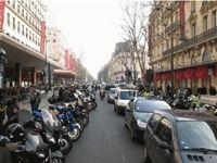 Stationnement des deux-roues sur les trottoirs : la région parisienne sévit.