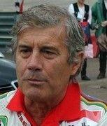 Les stars des Grand prix à Paris : Giacomo Agostini vous donne rendez-vous pour une séance d'autographes.