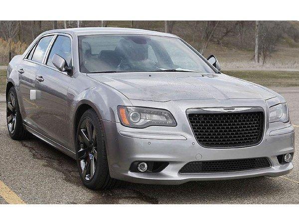 Surprise : la nouvelle Chrysler 300C SRT8