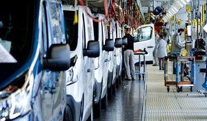 Pénurie de puces électroniques: la production automobile sera perturbée plusieurs mois