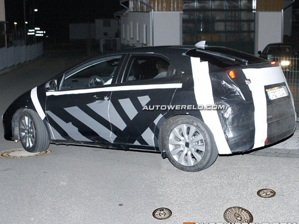 Camouflée : la prochaine Honda Civic en sortie nocturne