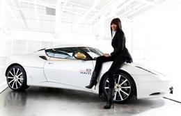 Lotus et Naomi Campbell captent 1,4 million d'euros pour Haïti