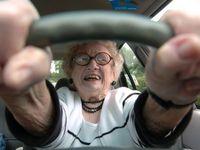 La question pas si bête: Faut-il interdire aux seniors de conduire?