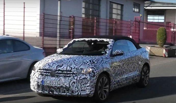 Le Volkswagen T-Roc cabriolet prend le soleil