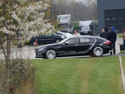 Spyshot : la Bugatti 16C Galibier prend l'air