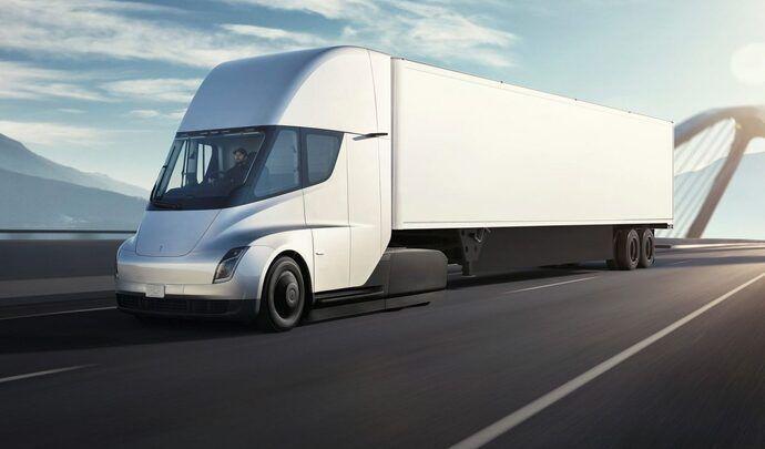"""Le camion électrique Tesla avec une """"petite"""" batterie"""