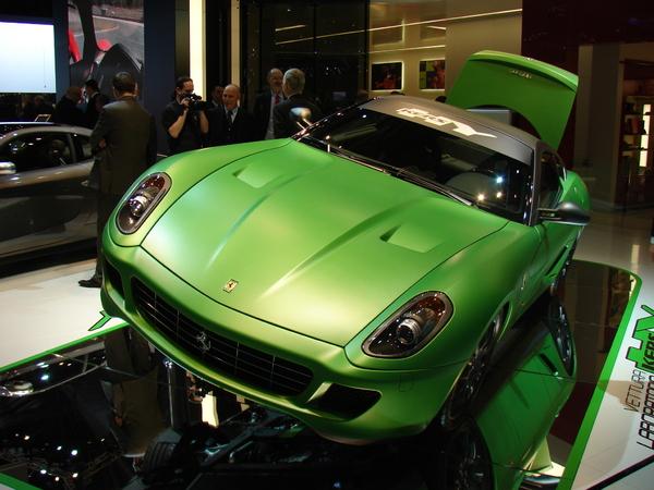 Proto Ferrari 599 GTB Fiorano HY-KERS en direct de Genève : un peu de F1 dans la sportive verte du futur