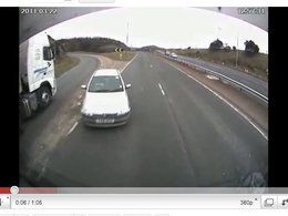[vidéo] Prendre l'autoroute à contre-sens au milieu des camions, c'est risqué