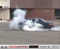 La vidéo du jour : un burn en Bentley Arnage