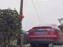 Insolite: en Chine certains rechargent leur Tesla comme ça