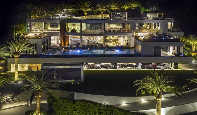 Une collection automobile estimée à 30 millions de dollars accompagne cette maison de rêve