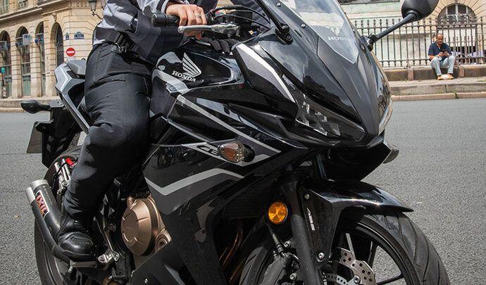 Sécurité des motards: une entreprise française invente le 1er surpantalon airbag