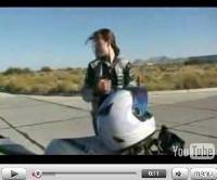 Vidéo moto : Une Stunteuse de 18 ans