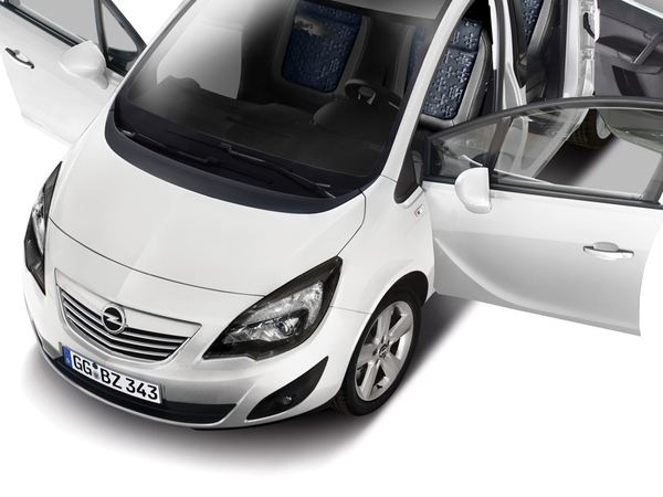 la vie en black and white pour l 39 opel meriva. Black Bedroom Furniture Sets. Home Design Ideas