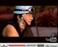 Vidéo moto : Bajaj made in Jackie Chan