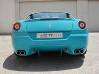 Une Ferrari 599 GTB Fiorano bleu turquoise