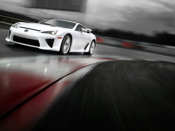 Lexus LFA : finalement, il en reste !