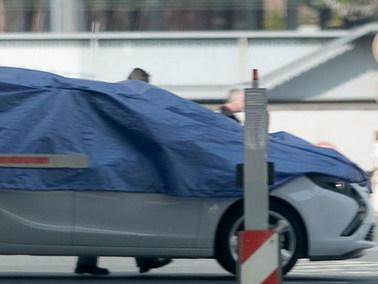 Futur Opel Zafira : sous la bâche, les larmes