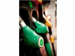 Le PS demande un blocage des prix du carburant