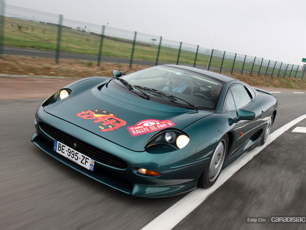 Photos du jour : Jaguar XJ220 (Rallye de Paris)