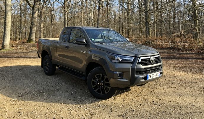 Essai vidéo - Toyota Hilux 2021 : l'utilitaire à l'agréable