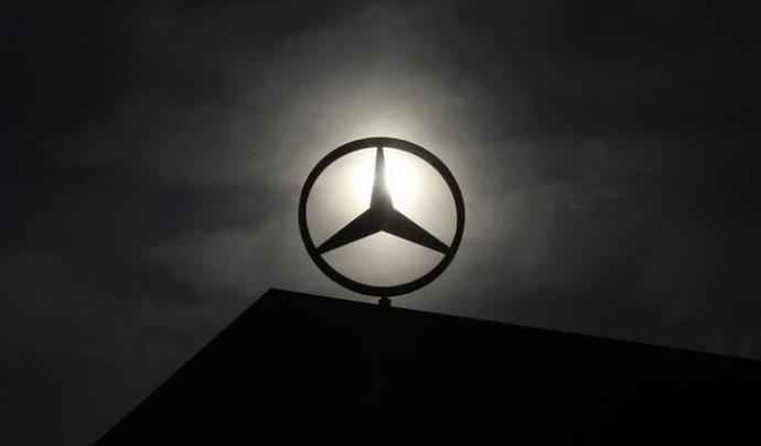 VTC: Daimler fournisseur de Uber