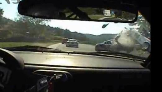 Vidéo : Mazda MX5 vs Lotus Elise en choc frontal sur circuit !