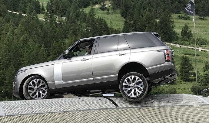 Range Rover P400e hybride: mi ballerine, mi poids-lourd - Vidéo en direct du salon de Val d'Isère 2019