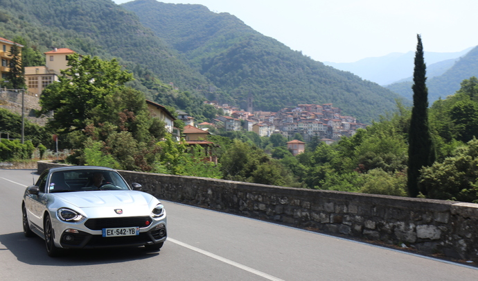 Essai longue durée - 3000 km en Abarth 124 GT: dard-dard