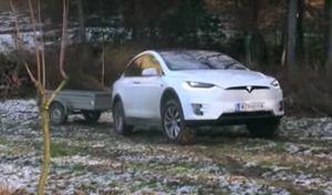 Insolite : un SUV Tesla Model X en mode utilitaire