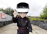 Hamiltonmania: Ben, 3 ans, vient de signer son contrat de pilote
