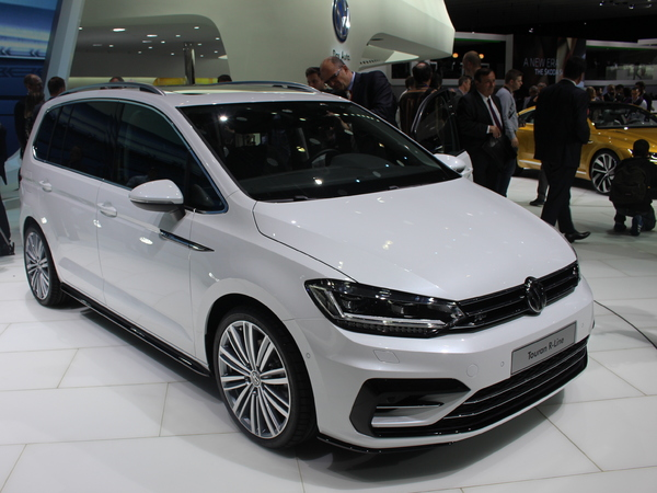 Volkswagen Touran : le renouveau - Vidéo en direct du salon de Genève 2015