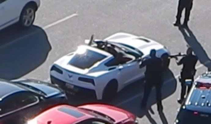Il tente de s'approprier la Corvette de quelqu'un d'autre