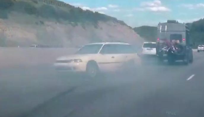 Il part en 360 sur l'autoroute sans se crasher