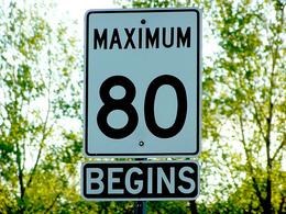Etude : une limitation à 80 km/h sur l'autoroute permettrait de réduire de 30% les émissions de CO2