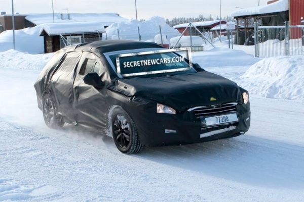La future Peugeot 508 SW en promenade à la neige