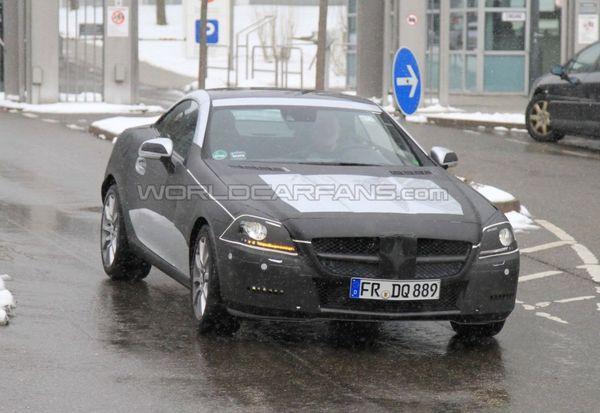 Spyshot : le prochain Mercedes SLK moins camouflé, des faux airs de SLS