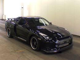 Rhinoplastie : quand la Nissan Skyline GT-R R34 se paie un museau de R35