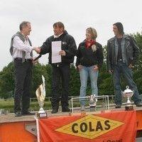 Le groupe Colas fait un don de 6 000 euros à une association de motards.